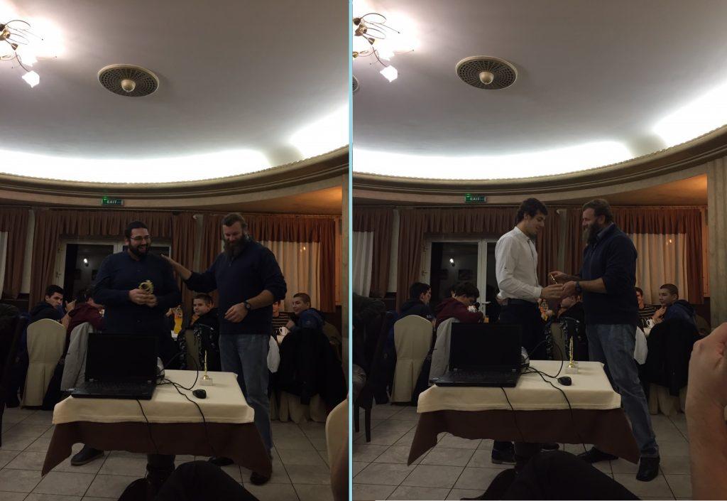 Председник клуба Срђан Николић уручује плакете најбољем сениору и јуниору